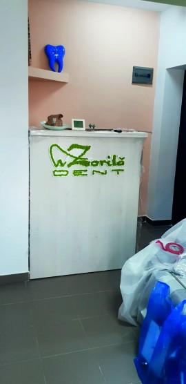 Logo din PVC cu licheni stabilizati